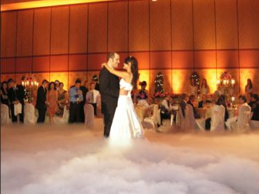 bride-groom-dancing-on-the-clouds-at-wedding